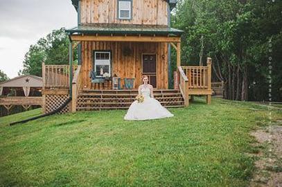 photo shoot cabin courtney1.jpg.opt407x271o0,0s407x271